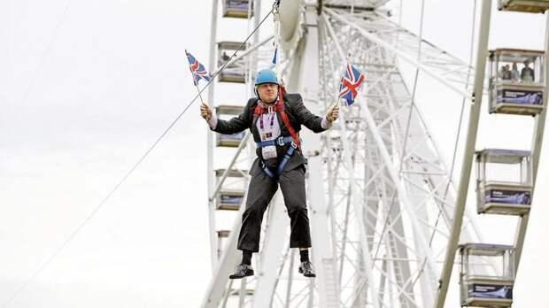 Полёт Ирины Верещук над «мостиком Кличко» – неудачный косплей. Летающий Борис Джонсон был куда эффектнее.