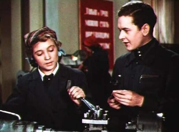 Первая роль в кино Надежды Румянцевой. «Навстречу жизни», 1952 год Кадр из фильма