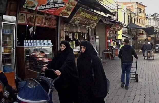 Вот такие турчанки чаще всего встречаются на улицах турецких городов. Фото автора