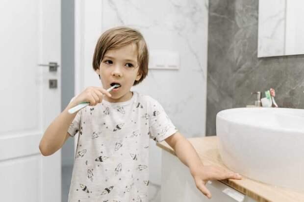Когда начинать чистить зубы ребенку: советы мамам