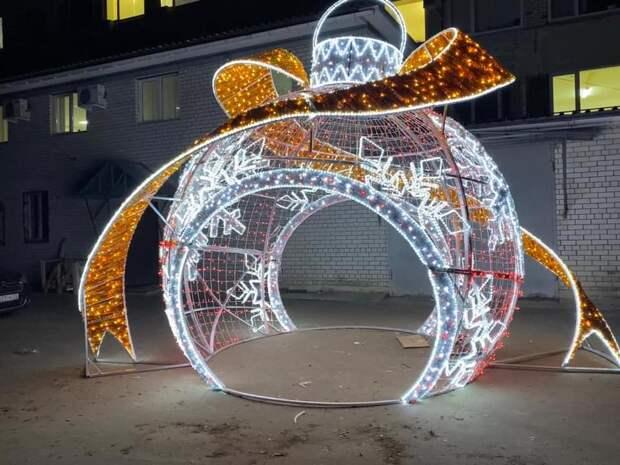 Власти Симферополя показали ещё одну новогоднюю инсталляцию