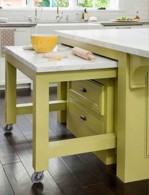 Кухонный гарнитур с выдвижным столом.