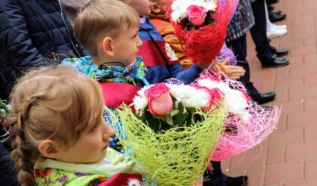 Семьи сдетьми-школьниками получат вавгусте по10 тысяч рублей
