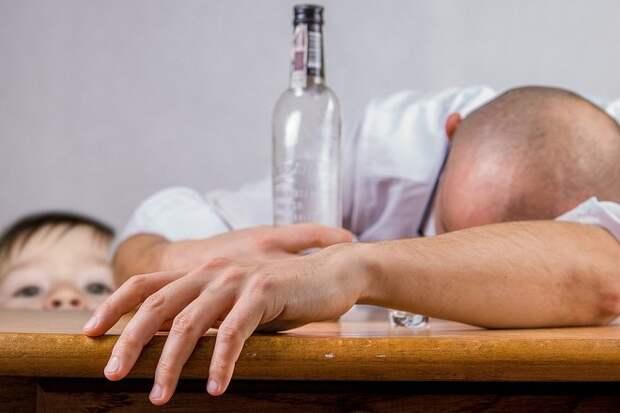 В РФ предложили не увольнять за пьянство на удаленной работе