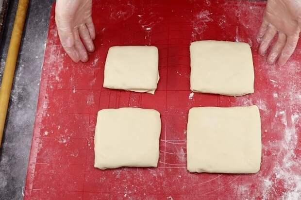 Только мука и кипяток: часто готовлю слоеные лепешки вместо хлеба (рецепт дала знакомая из Узбекистана)