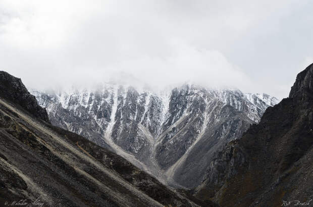 после дождя горы еще скрыты низкой облачностью