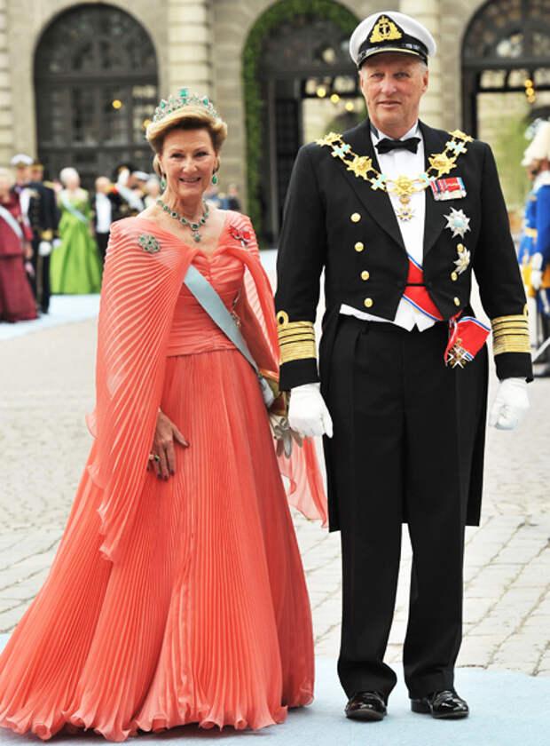 Король и королева Норвегии сделали прививки от коронавируса и озвучили название вакцины