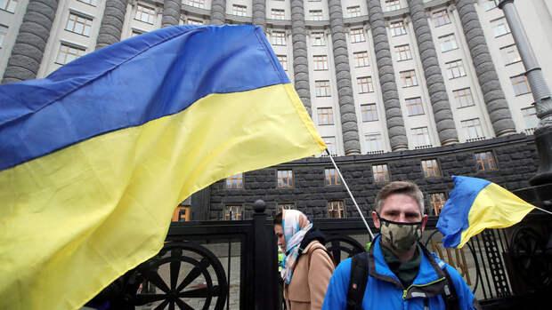 """Эксперт предсказал Украине """"бессмысленные бунты"""" в ближайшем будущем"""