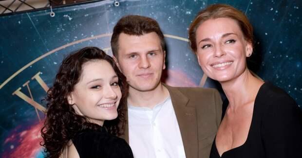 Толкалина с дочерью, Добронравов, Безрукова на премьере фильма
