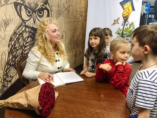 Автор Елена Велена представила новую серии книг «Добрые сказки о простых вещах»