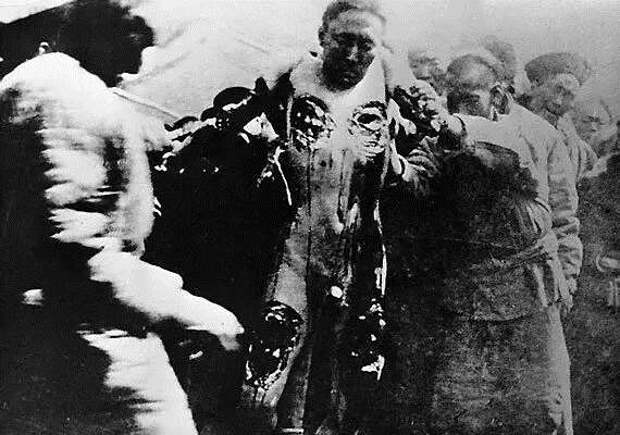 Что такое «рандеву с трупом», или Самые ужасные виды казни в истории (9 фото)