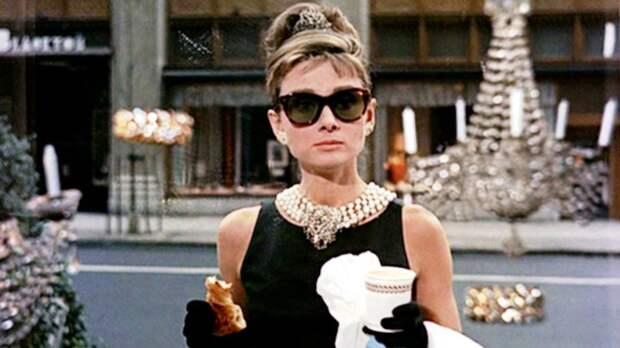 Завтрак у Тиффани: про Одри Хепберн снимут биографический сериал