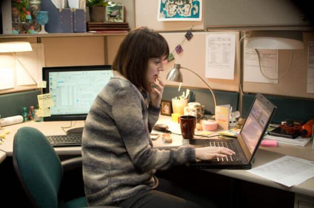 Почему женщины устают от рабочих видеозвонков сильн...