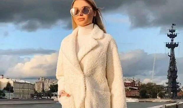 Шишкова на вопросы о разрыве Тимати с Решетовой показала свое фото в белом пальто
