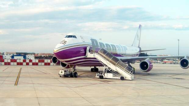Boeing 747 компании Pronair в аэропорту Валенсии