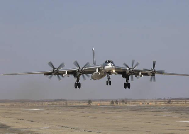 В дальневосточном полку стратегических ракетоносцев Ту-95МС выполнены плановые полёты