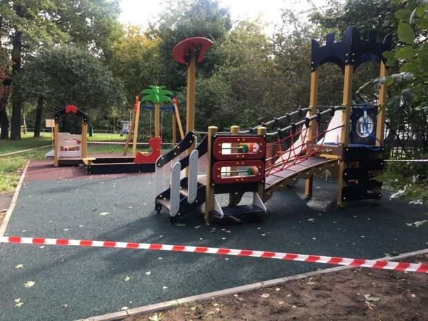 Две детские площадки на Абрамцевской и Череповецкой откроют к концу сентября