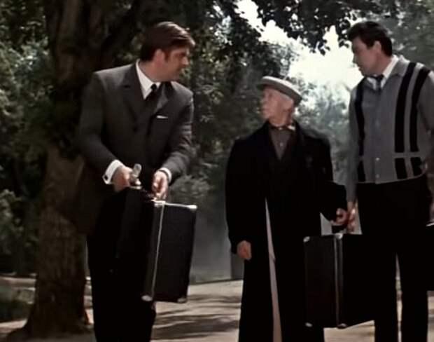 Кадр из фильма «Тайна железной двери», 1970 г. Слева - Ю. Наумцев