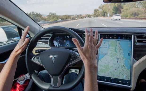 В США двое человек погибли из-за автопилота Tesla, который не справился с управлением