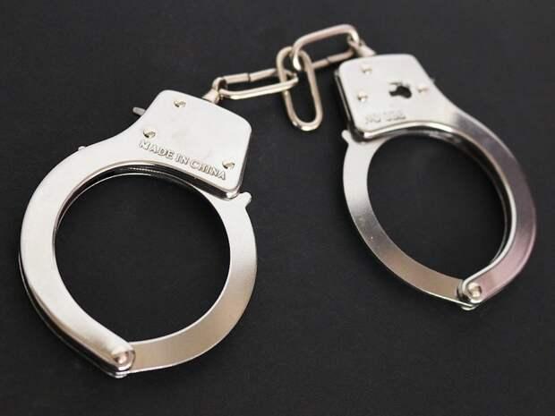 Москвичка отказалась носить маску и покусала полицейского