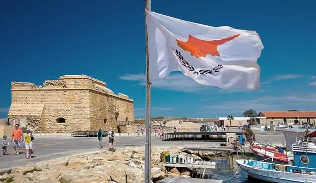 Туристам на Кипре придется сдавать еще один тест на коронавирус