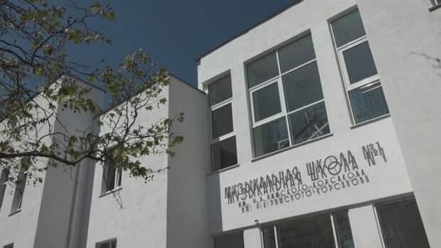 В Севастополе одни строят школы, а другие возле них – коммерческое жилье
