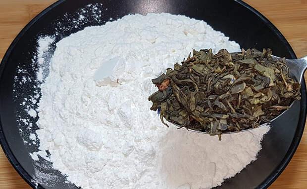 Добавляем в тесто к муке стакан крепкого чая: простая выпечка становится словно из кондитерской
