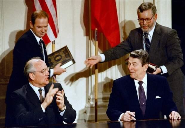 Думаете, СССР развалил Горбачев? Но вот секретный доклад ЦРУ 1983 года
