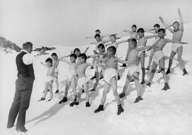 «Ретрофизра»: как проходили уроки физкультуры в 1895–1937 годах