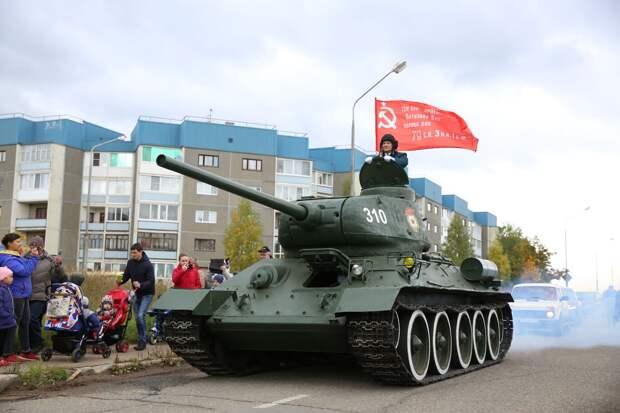 Восстановленный специалистами «Газпром трансгаз Чайковский» танк Т-34 вернулся на постамент