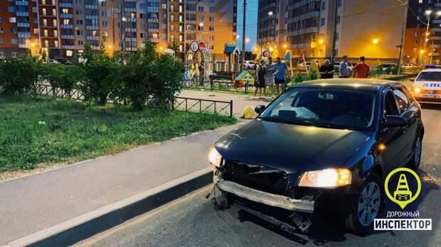 Нетрезвого водителя за гонки по газону задержала полиция в городе Мурино
