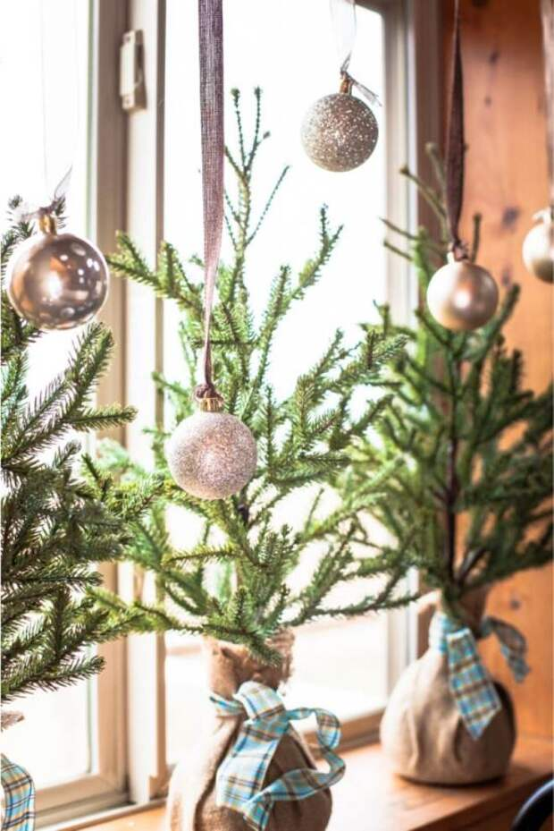 Украшение окон к Новому году: изготавливаем декор своими руками (110 фото)