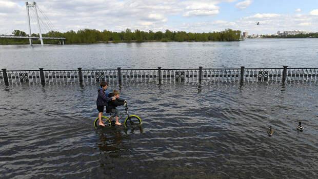 В Красноярске за сутки уровень воды упал на почти полметра