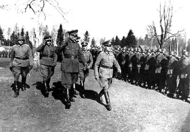 Фото открытых источников.  Власов обходит войска