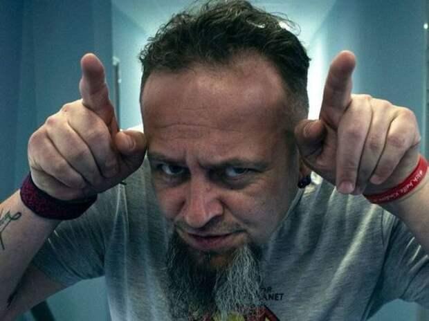 Украинец на борту самолета приставал к россиянам: «Чей Крым?»