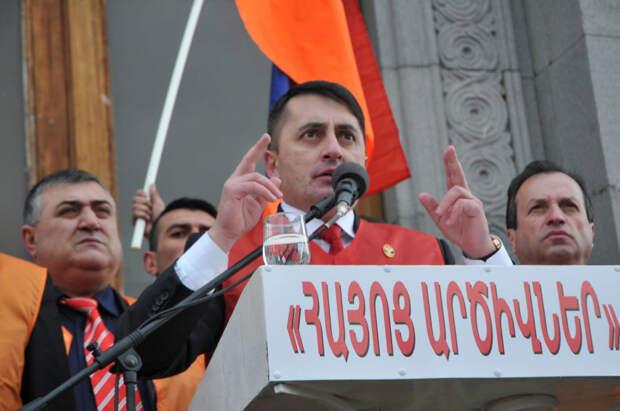 На митинге в Ереване потребовали союза с Россией и отставки Пашиняна