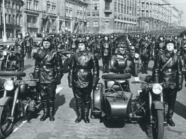 С легкой руки Сталина: советские байкеры.