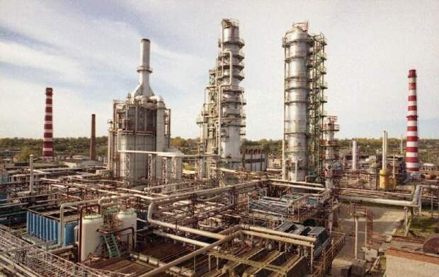 Производство топлива в России растет, но бензин не дешевеет