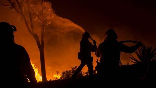 В США сообщили о почти 100 крупных пожарах в трех штатах