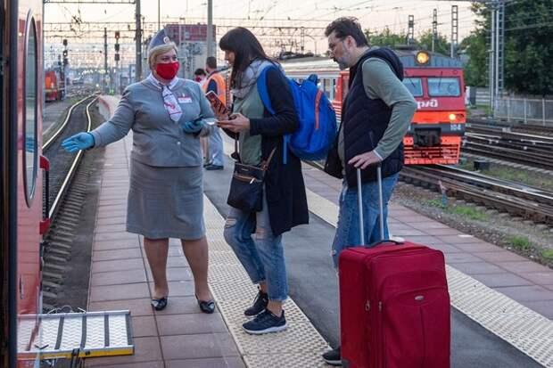 Голый, но не король: пассажира пришлось снять с поезда, в чем мать родила
