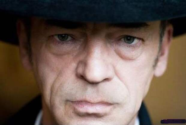 7 неожиданных фото Боярского без усов и шляпы