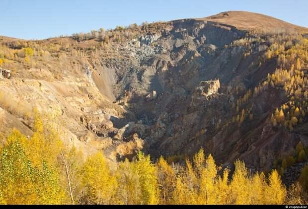 В отличие от открытой добычи золота в карьере под Кокшетау, на востоке страны, в небольшом...