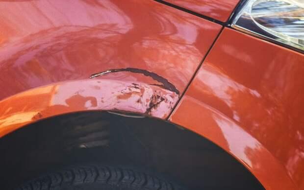 С таких вмятин обычно и начинаются большие дыры в кузове.   Фото: popularmechanics.com.