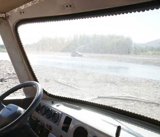 Монетки под стеклом – классическое украшение советских грузовиков. | Фото: auto.onliner.by.