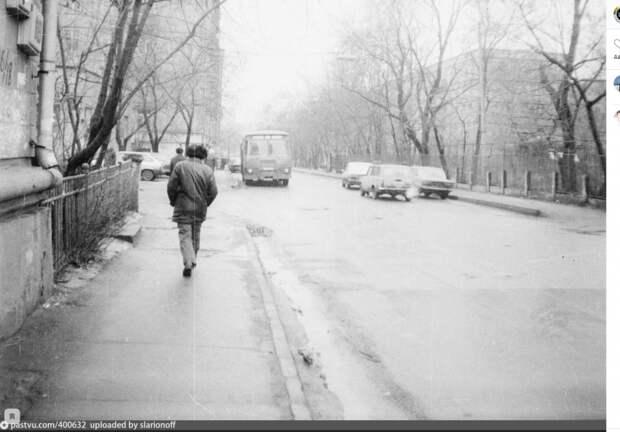 Фото дня: в ожидании автобуса на улице Расковой