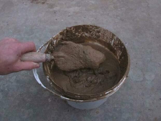 Далее готовим глину для обмазывания. /Фото: nauka-i-religia.ru.