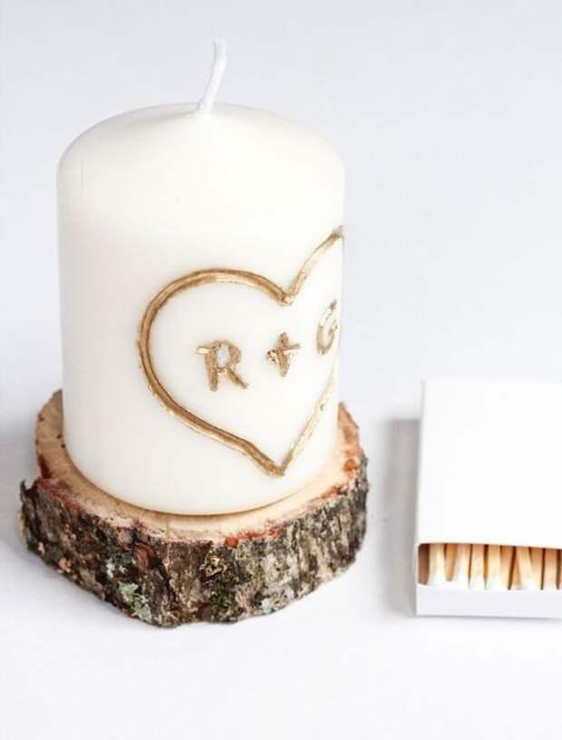 Девушка берёт свечу, окунает в краску, а затем вырезает невероятную красоту, от которой захватывает дух