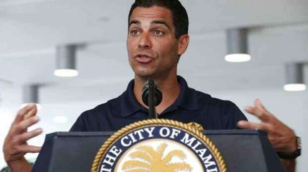 Мэр Майами призвал к авиаударам по Кубе