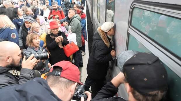 Перевозчик вдвое сократил количество поездов Петербург-Севастополь