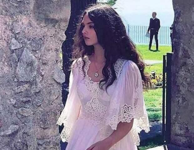 Дева — 14-летняя дочь Моники Беллуччи и Венсана Касселя